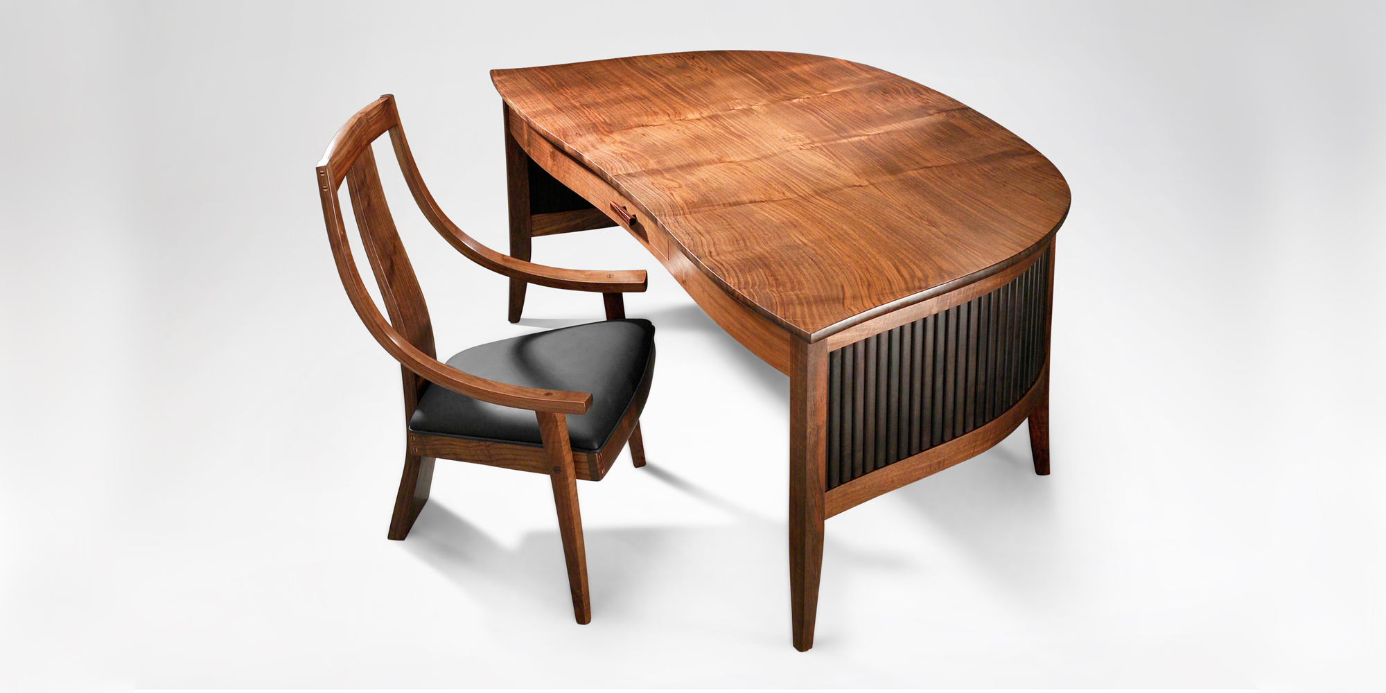 The handmade wraparound Savik Desk